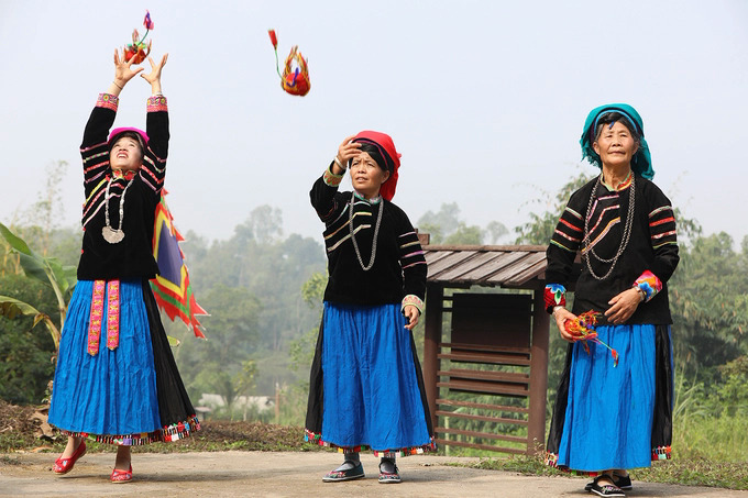 After the ceremony, festive activities take place all day. Worshiping the forest gods signifies the Pu Peo's ethos of living harmoniously with nature, embracing their origin and revering their ancestors.