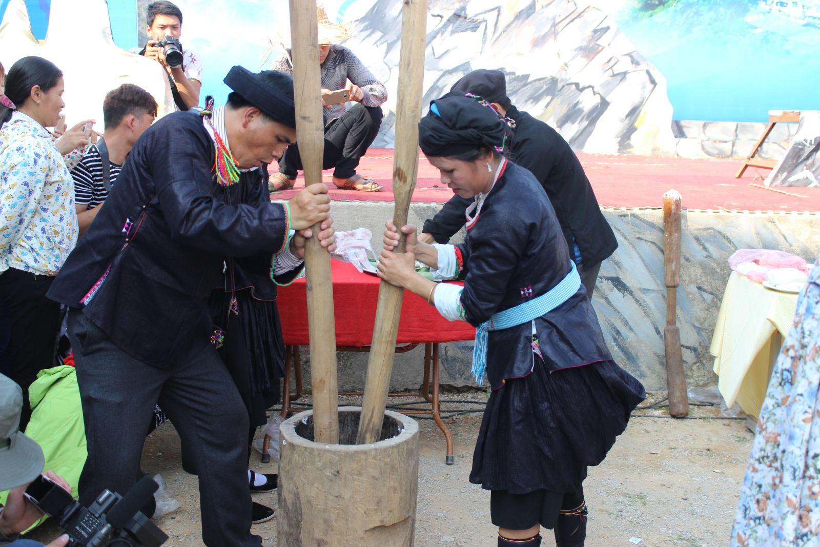 Khau Vai Love Market - Ha Giang Tour